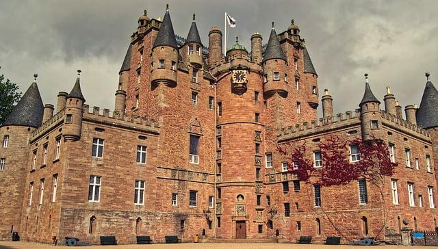 più-bei-castelli-della-scozia-glamis-castle