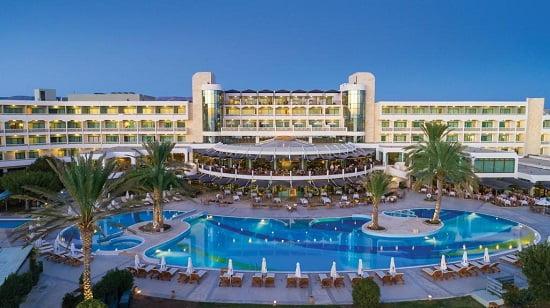 Athena Beach Hotel Paphos, uno dei migliori hotel dove dormire a Cipro